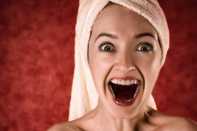 Wybielanie zębów – droga do promienistego uśmiechu i ładnego uzębienia