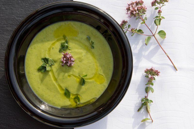 Jak przygotować ciekawe oraz smaczne, wiosenne zupy krem?